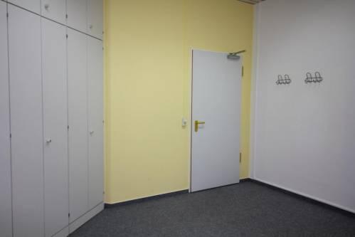 Schwentinental: Kleines Büro mit viel Stauraum